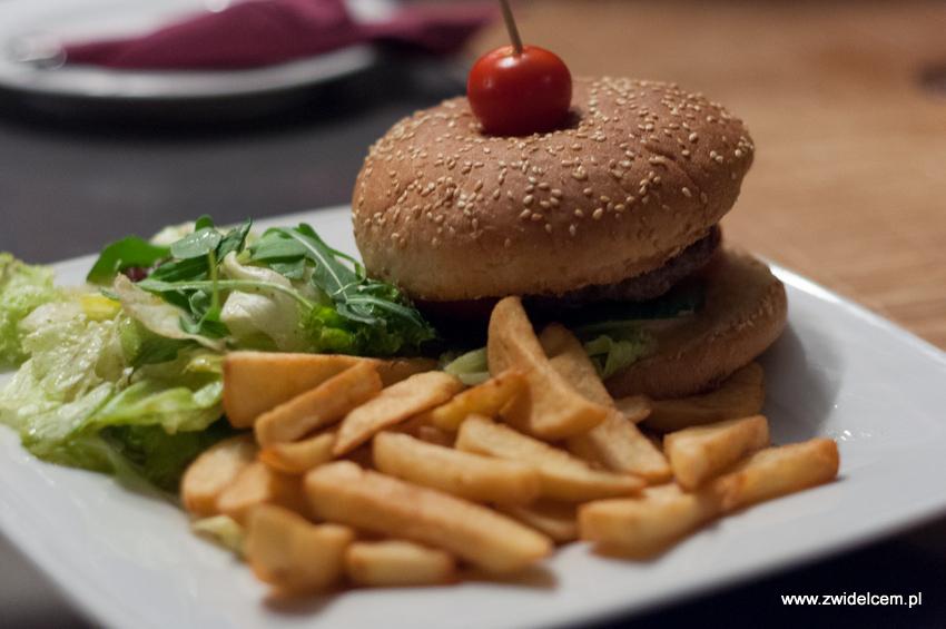 Kraków - Malecon - Burger z frytkami