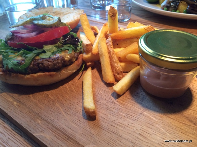 Kraków - Pino - burger z frytkami