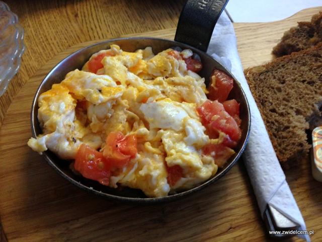Kraków - Wesoła Cafe - jajecznica z pomidorami