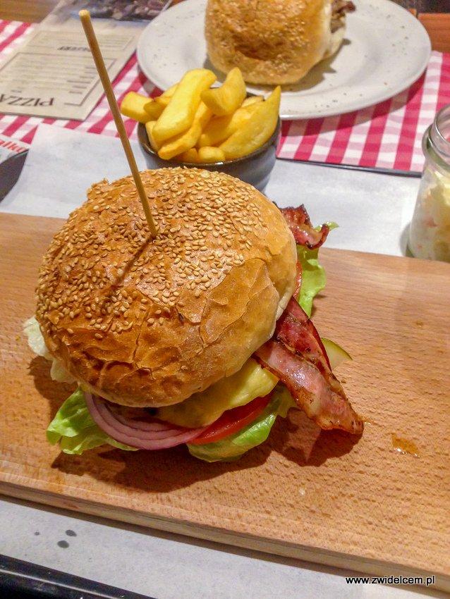 Kraków - American Streetz Barbecue - Texas Burger - bekon - frytki