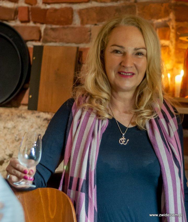 Kraków – Enoteka Pergamin – Kobiety i Wino – degustacja - Panie przy barze