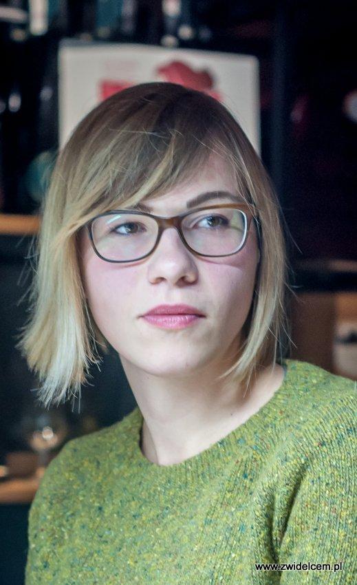 Kraków – Enoteka Pergamin – Kobiety i Wino – degustacja – blondynka