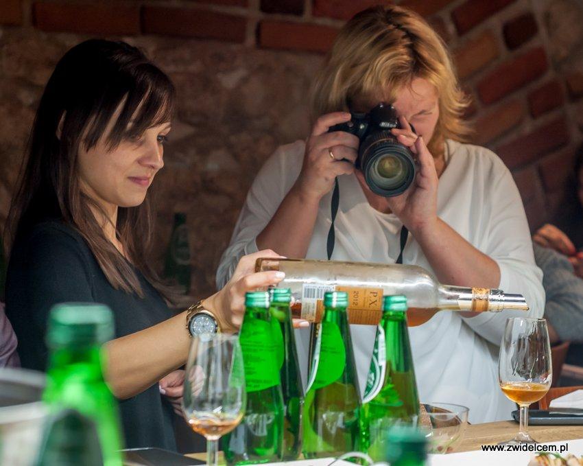 Kraków – Enoteka Pergamin – Kobiety i Wino – degustacja – rozlewanie Toro Albalá Don P.X. 2012 - Anna Wlezień