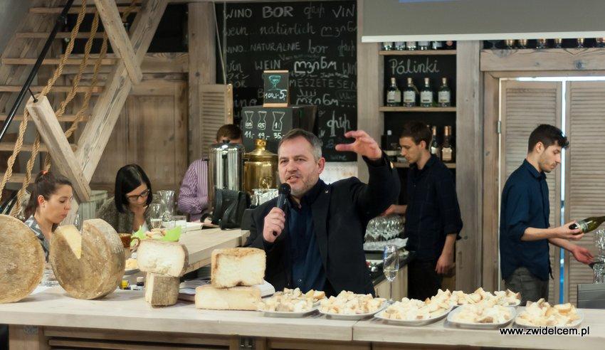 Krakó Slow Wines - Lipowa 6f - Degustacja win włoskich - Jacek Szklarek za barem