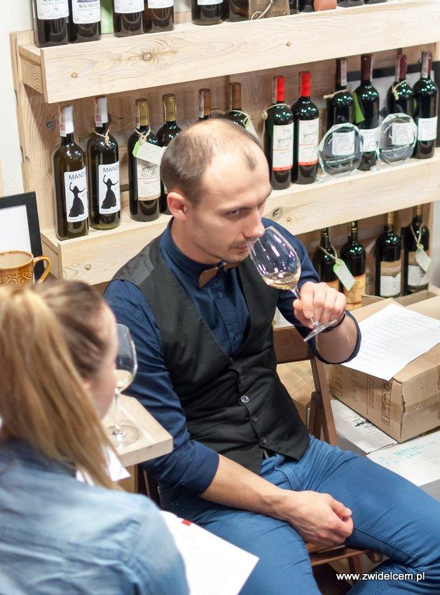 Krakó Slow Wines - Lipowa 6f - Degustacja win włoskich - pan w muszce