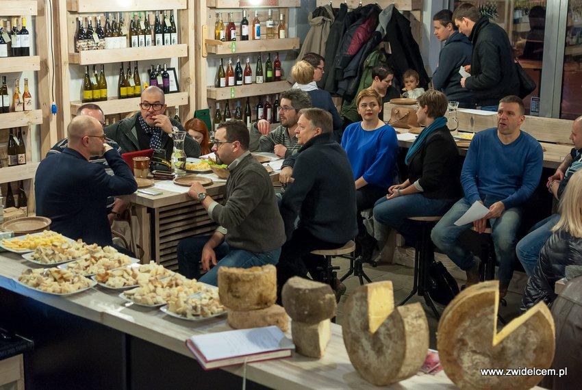 Krakó Slow Wines - Lipowa 6f - Degustacja win włoskich - Czekając na rozpoczęcie degustacji