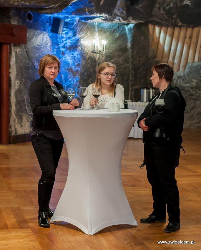 Wieliczka - Kopalnia Soli - Winnica Wieliczka - panie przy stoliku