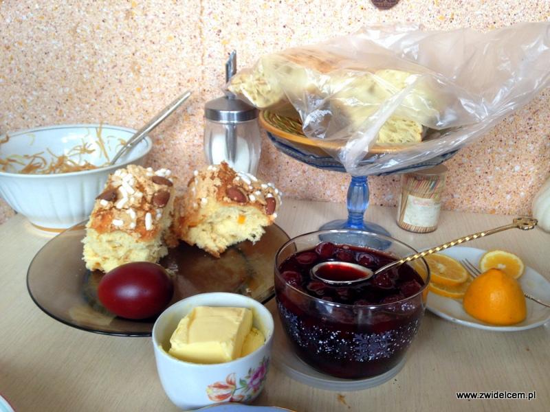 Gruzja - Tbilisi - babka i gruziński chleb