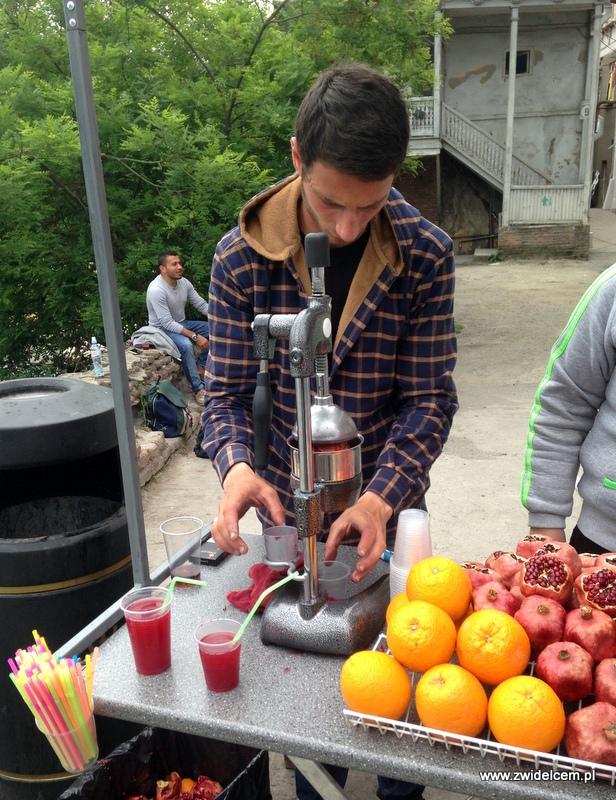 Gruzja - Tbilisi - sok z granatu