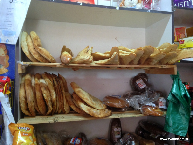 Gruzja - Stepantsminda- chleb w sklepie w Kazbegi