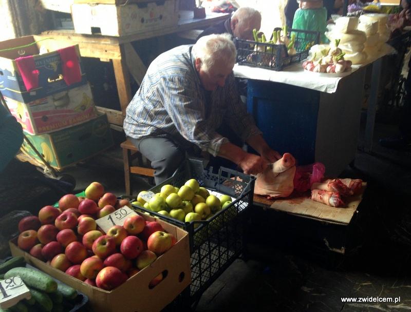 Gruzja - Tbilisi - Dezerters Bazaar - golenie świni