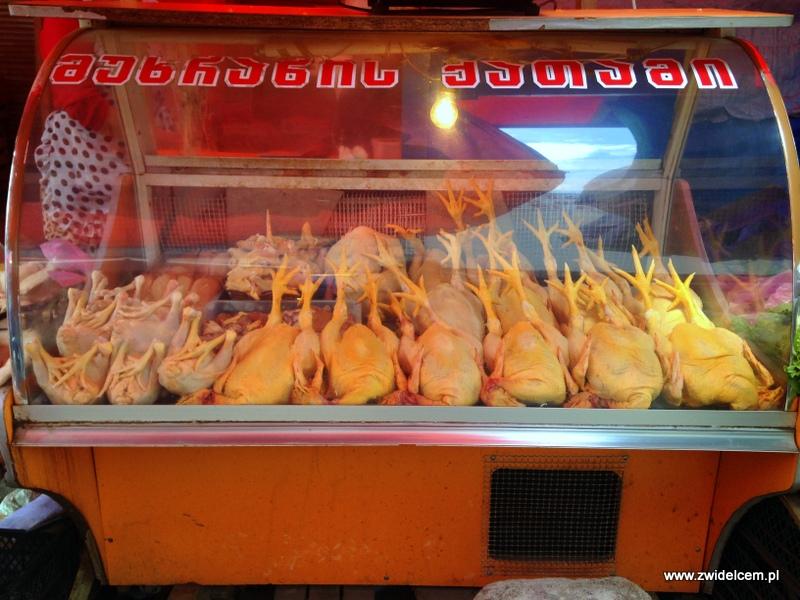 Gruzja - Tbilisi - Dezerters Bazaar - kurczaki w ladzie chłodniczej