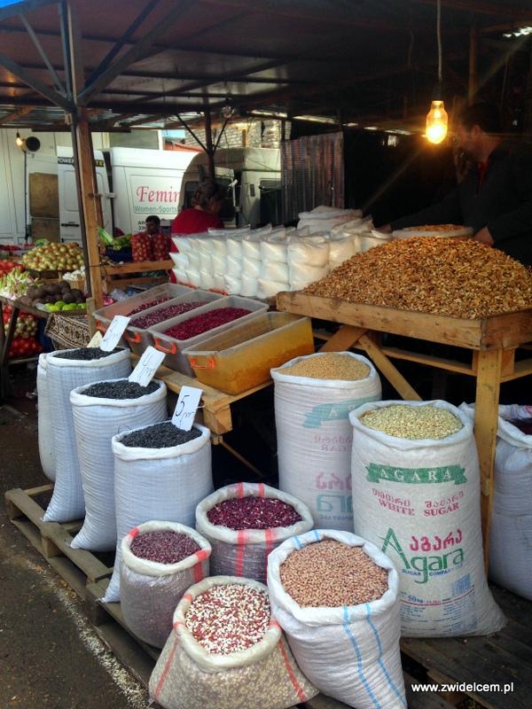 Gruzja - Tbilisi - Dezerters Bazaar- strączki