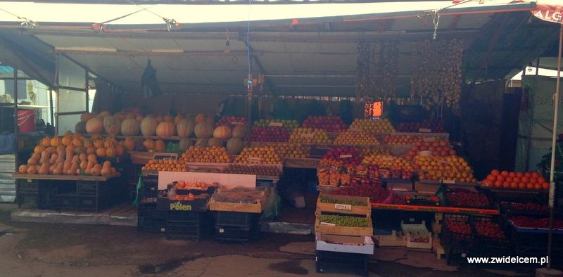 Gruzja - Tbilisi - Dezerters Bazaar- owoce i warzywa