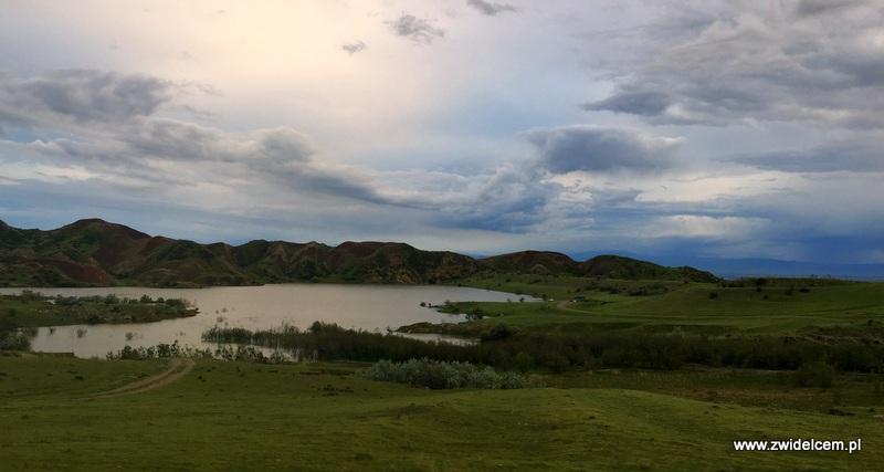 Gruzja - Jezioro koło Udabno - panorama