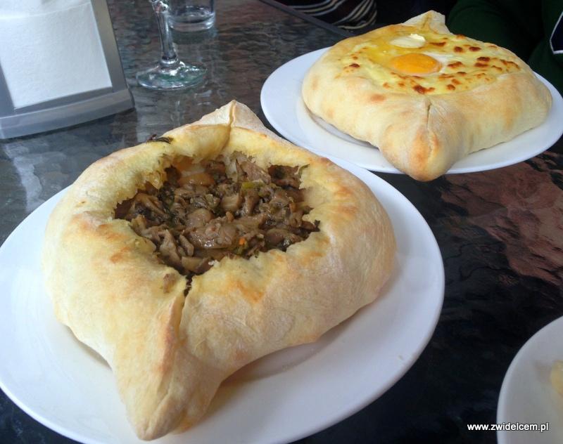 Gruzja - Tbilisi - Samikitno - chaczapuri z serem i grzybami