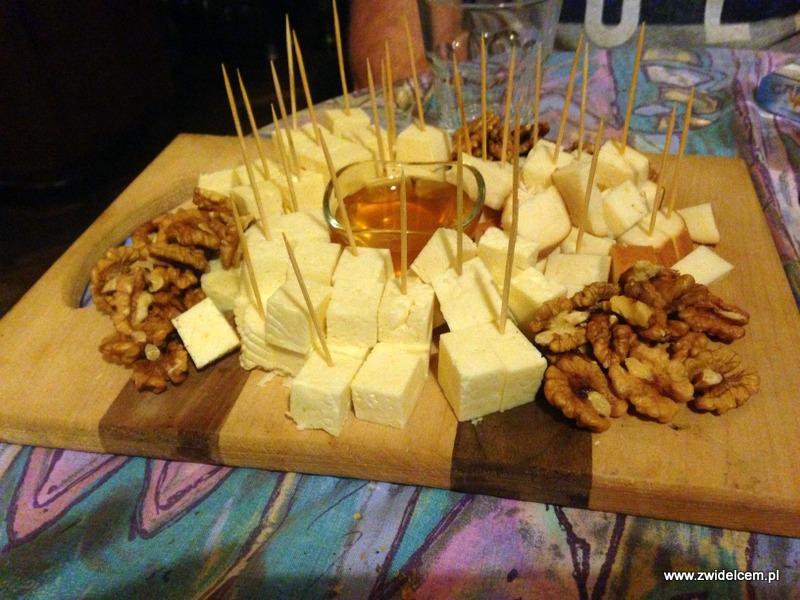 Gruzja - Tbilisi - Linville - deska serów