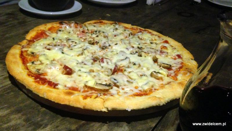 Gruzja - Tbilisi -Sofia Melnikova - pizza