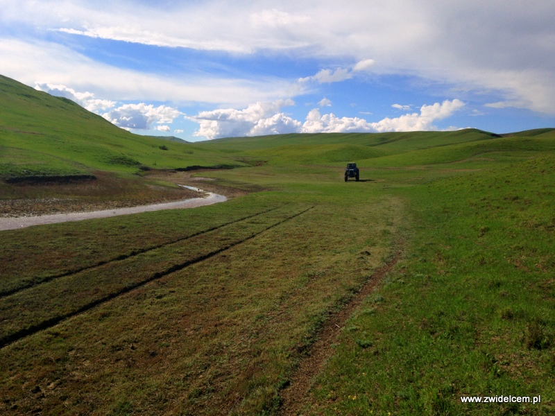 Gruzja - Udabno - Nadjeżdża traktor
