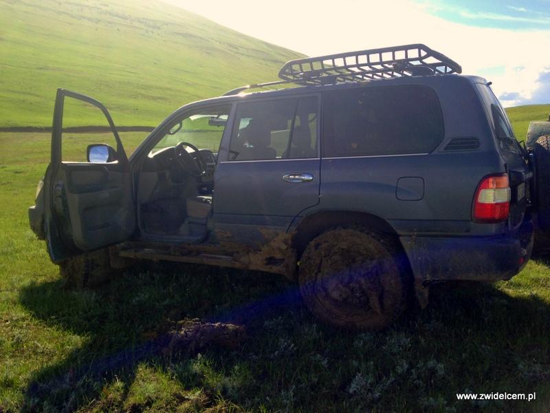 Gruzja - Udabno - auto po wyciągnięciu z błota