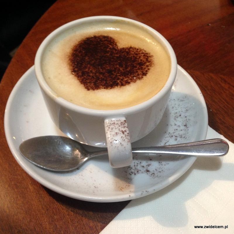Tbilisi - lotnisko- kawa z serduszkiem