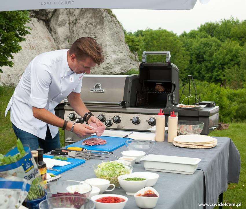 Ogrodzieniec - Poziom 511 Design Hotel & Spa - POkaz kulinarny z Karolem Okrasą - szaszłykiz karkówki