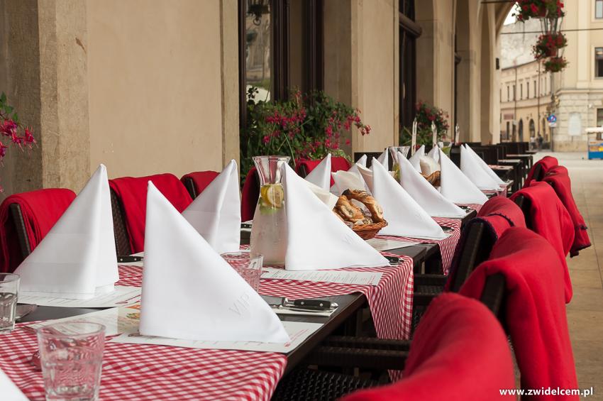 Kraków - Restauracja Sukiennice - stoli na zewnątrz