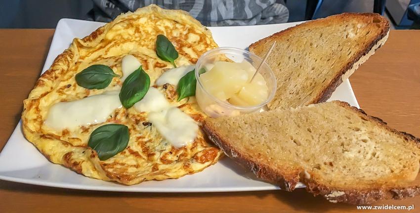Kraków - Chicken Cafe - Omlet z suszonymi pomidorami i mozarellą