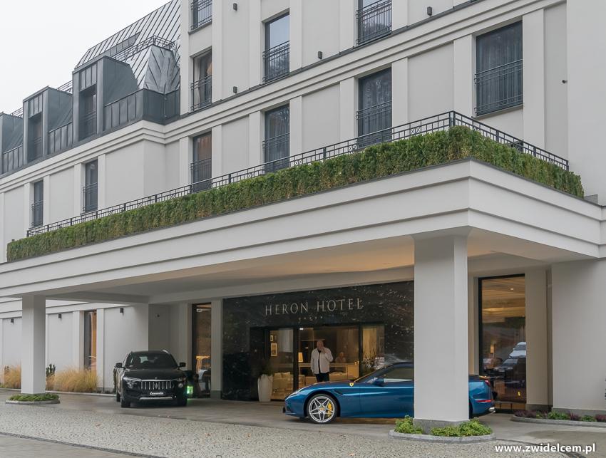 Hotel Heron - Sienna - Gródek nad Dunajcem - Wejście - MAserati - Porsche