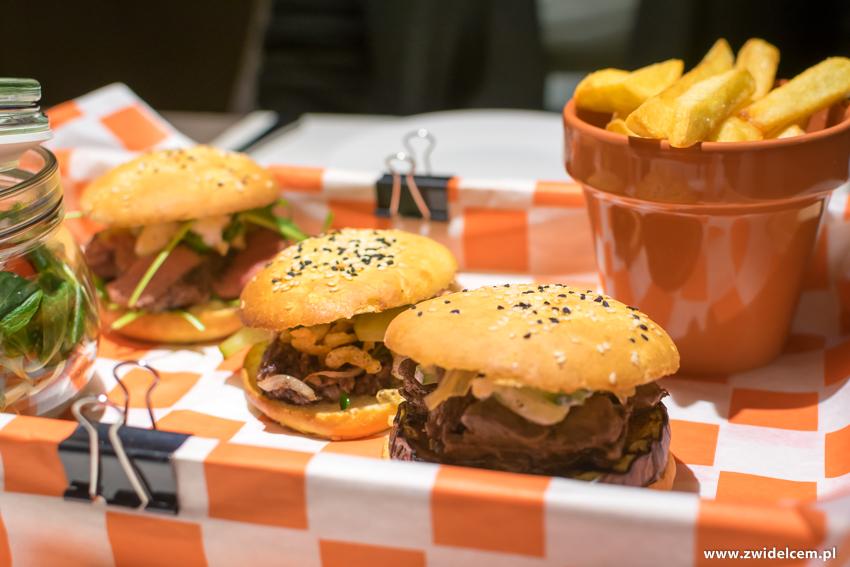 Kraków - Hotel Legend - Bistro Beta - burgery z frytkami i sałatką