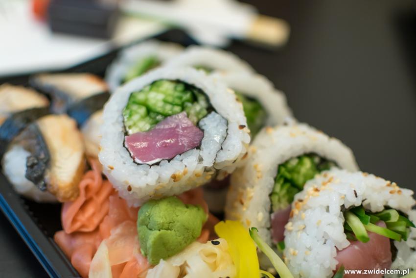 Kraków - Koku Sushi - Uramaki z tuńczykiem i ogórkiem