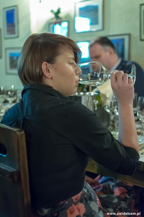 Kraków - Il Calzone - degustacja win gruzińskich- Mariusz - pani z kieliszkiem