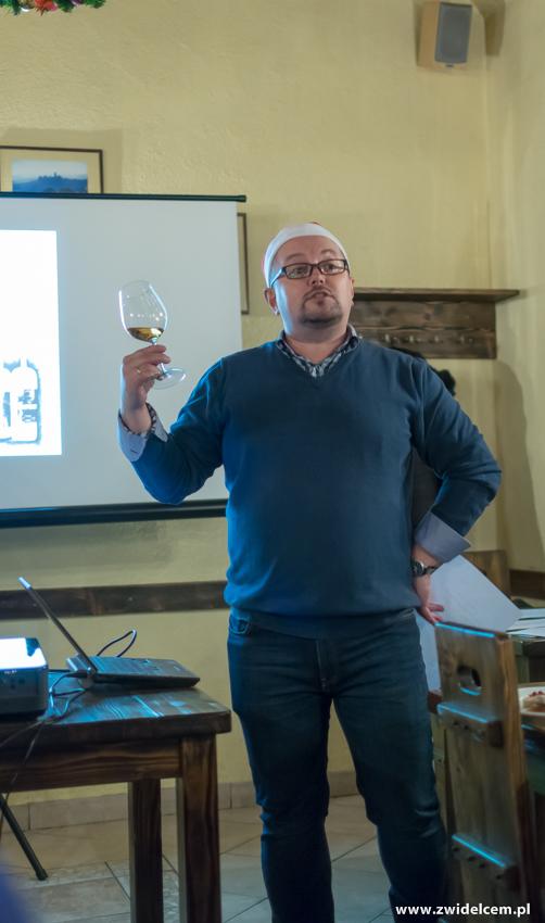 Kraków - Il Calzone - degustacja win gruzińskich- MAriusz z kieliszkiem